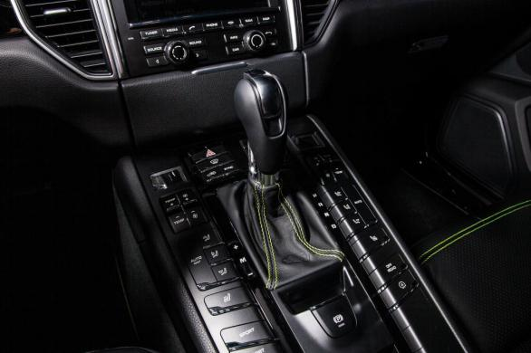 techart_for_porsche_macan_centre_console_0.jpg