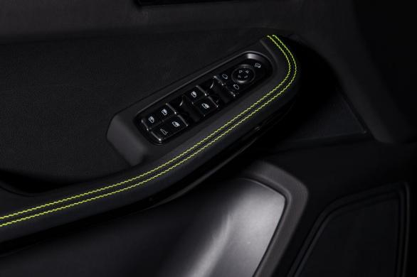 techart_for_porsche_macan_door_stitching_0.jpg