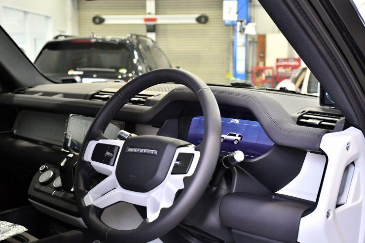 新型ディフェンダー カスタム レーダー探知機 ドライブレコーダー ブラックアウト ラッピング カスタム 名古屋