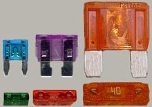 220px-Electrical_fuses,_plug-in_type,_different_sizes.jpg