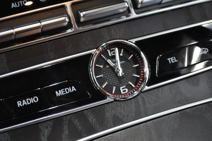 W213 センターコンソール 時計