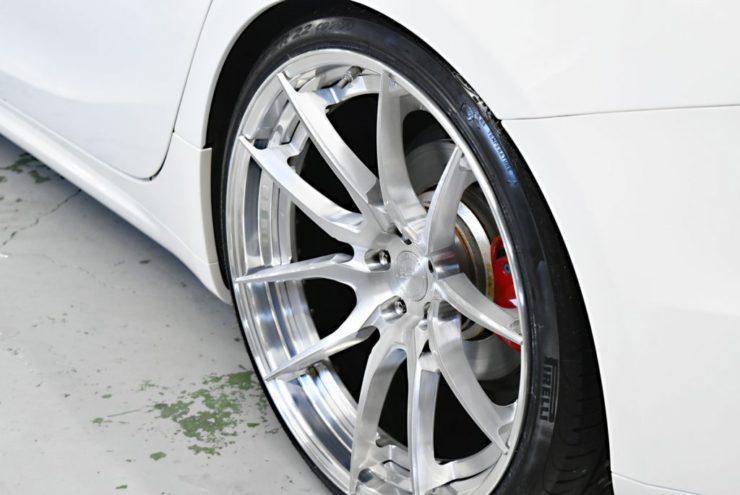 マセラティ 22インチ ホイール 車高調 KW ピレリ タイヤ