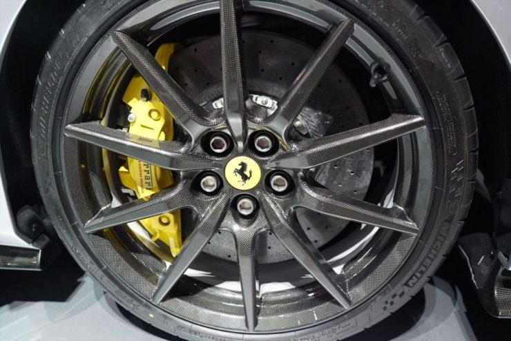 フェラーリ 488ピスタ カーボンホイール ローダウン マフラー