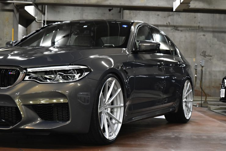 BMW M5 ダウンサス 車高調 ホイール キャリパーペイント マフラー