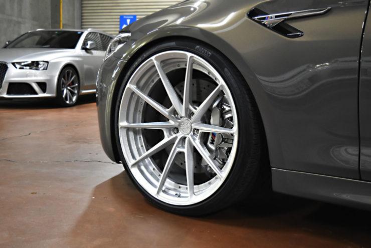 BMW M5 22インチ ローダウン ダウンサス マフラー キャリパーペイント